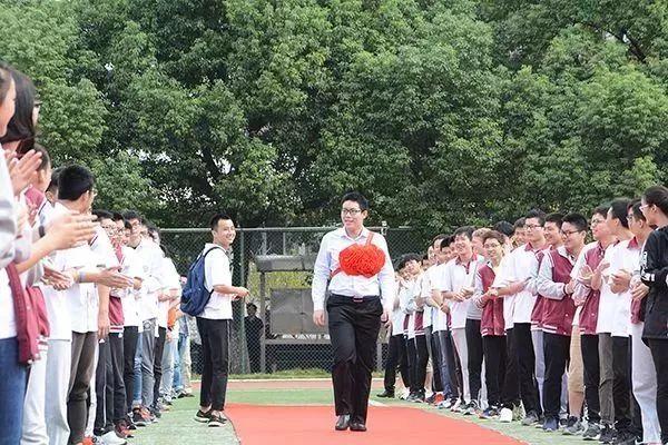 信奥传奇 | 国际信奥金牌得主 一步一个脚印的信奥选手:朱震霆